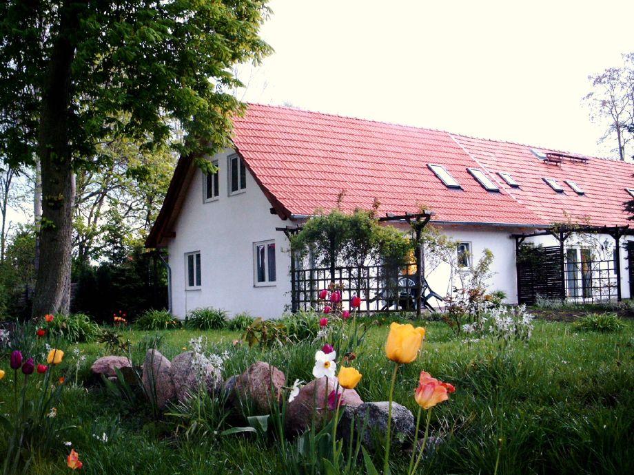 Haus mit Terrasse zum Garten