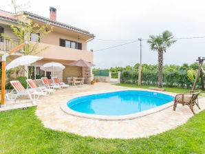 Holiday apartment Marinela mit Pool
