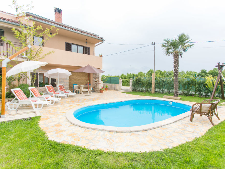 Umzäunten Garten mit privatem Pool