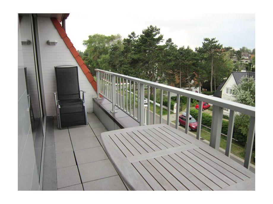 Der große, möblierte Balkon