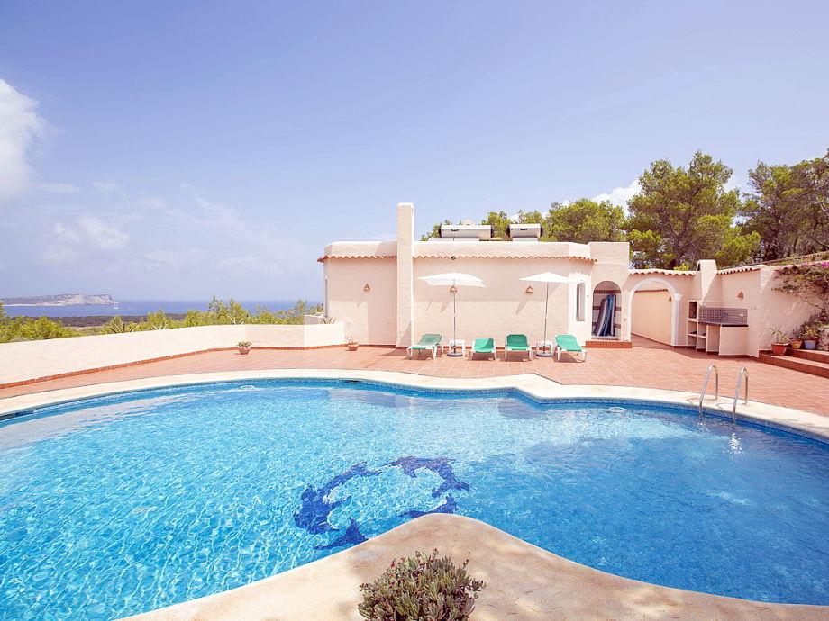Pool und Haus mit Meerblick