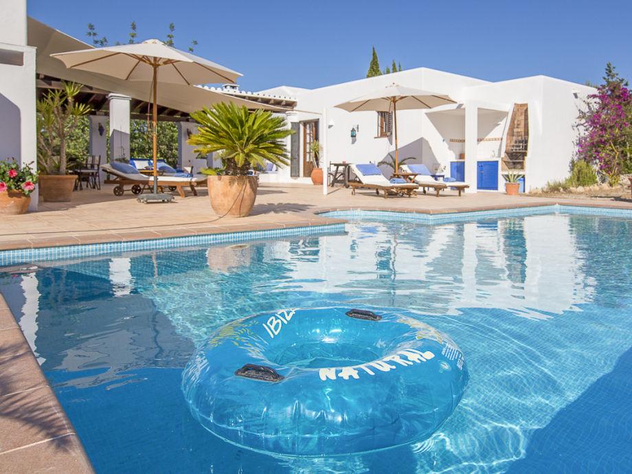 Pool & Haus