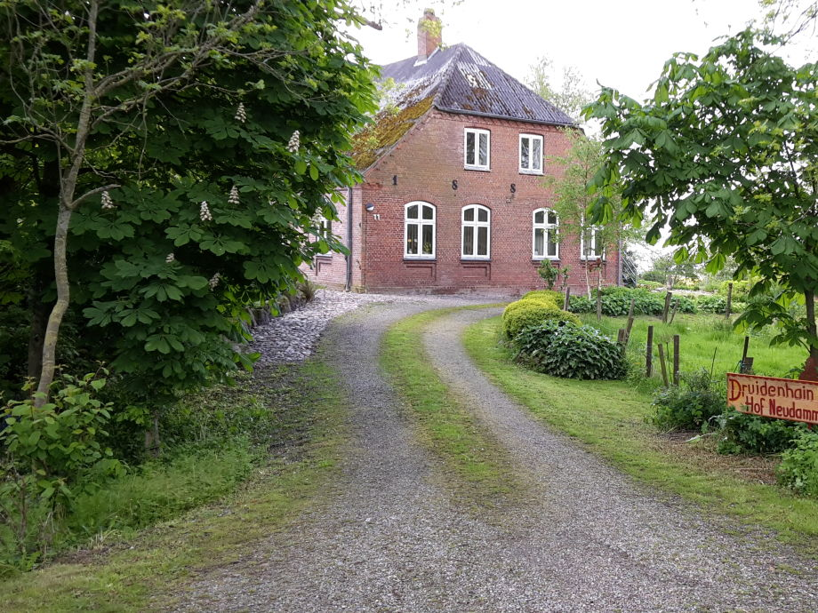 Einfahrt zum Druidenhain Hof Neudamm