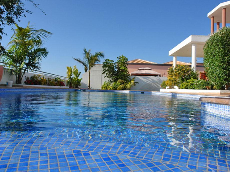 The large pool of Villa Palazzo in Tenerife