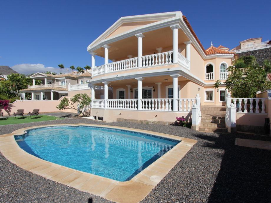 Blick auf Villa Apolonia