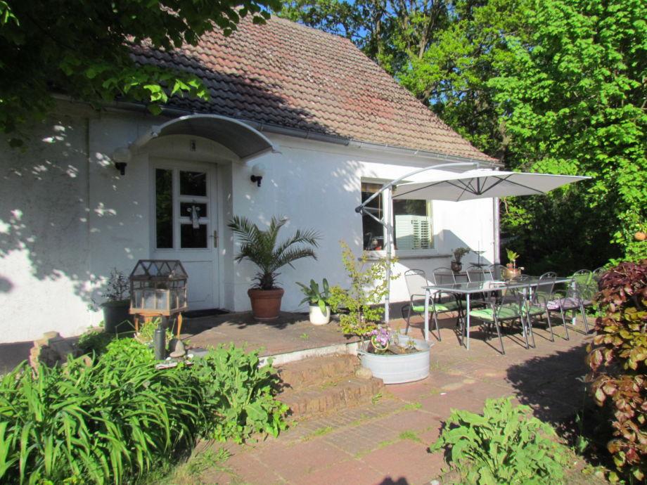 Ferienhaus und Terrasse