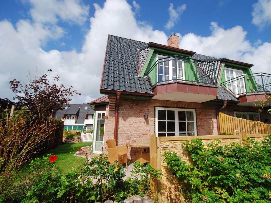 Ferienhaus Carlotta mit Garten und Terrasse