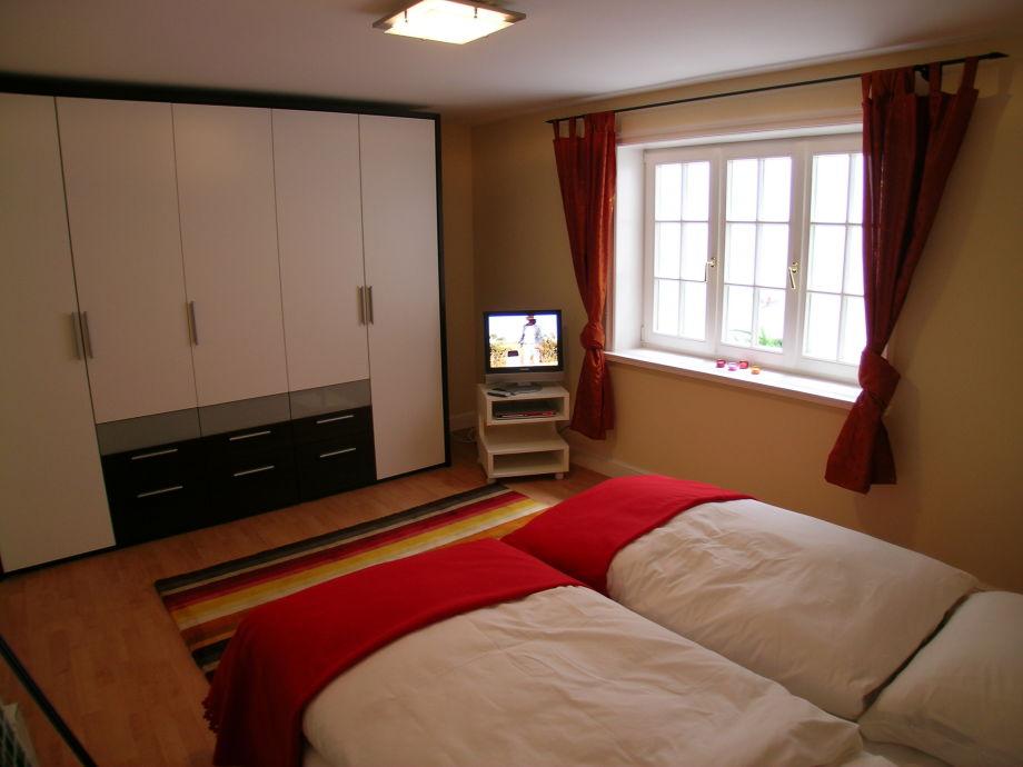 Ferienwohnung 2 Friederike im Landhaus Friesenring (4 -> Tv Schrank Schlafzimmer