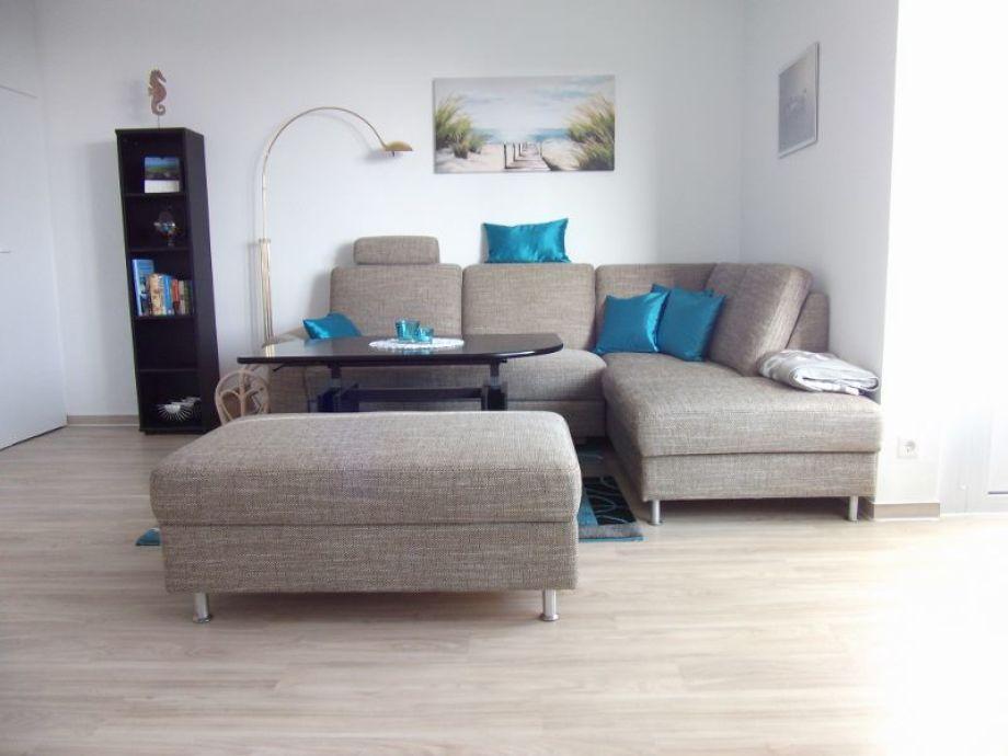 Sitzecke im hellen modernen Wohnzimmer