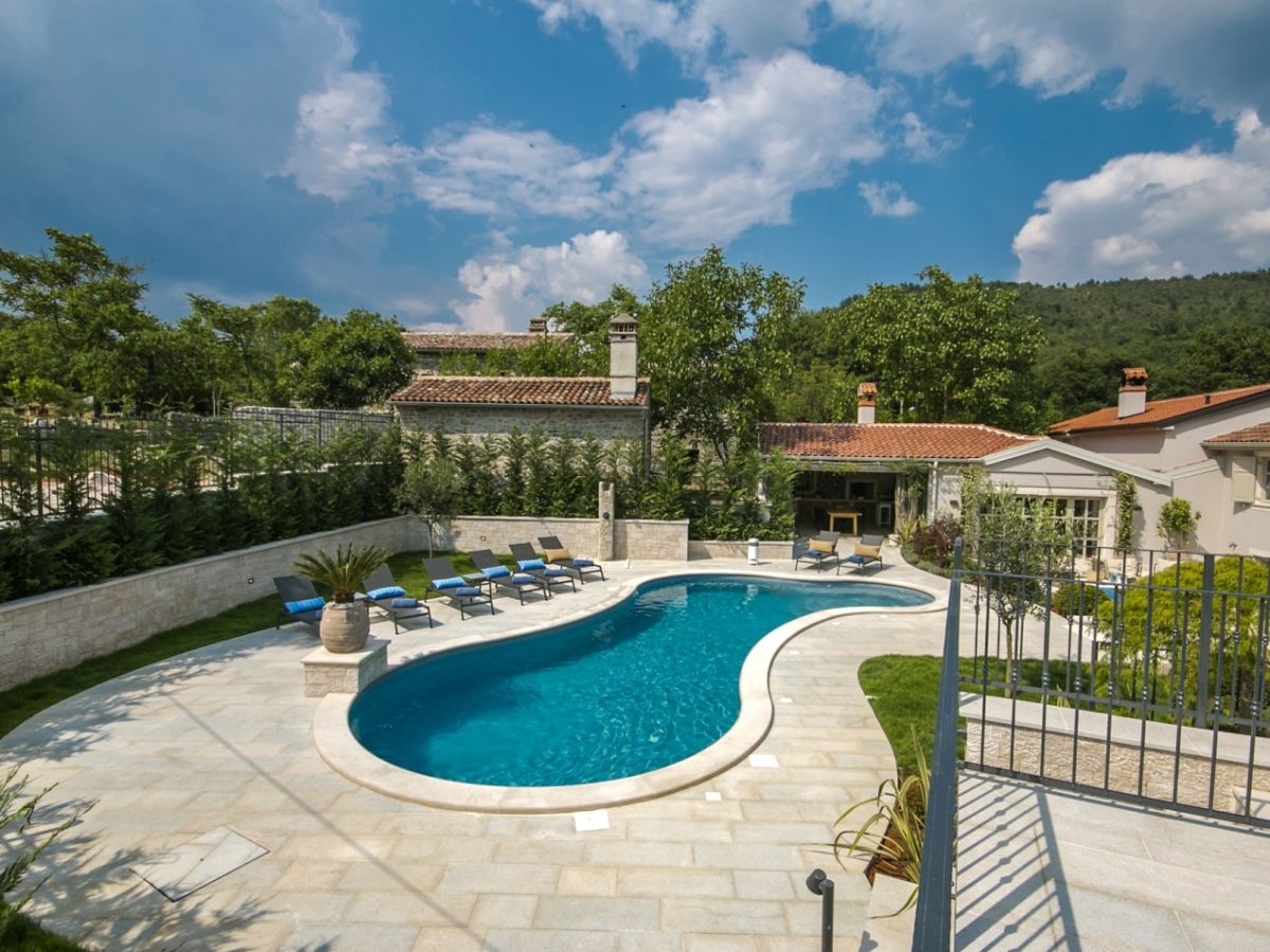 Villa zita pi an company istria home d o o mr jasmin sabic - Swimming pool area ...
