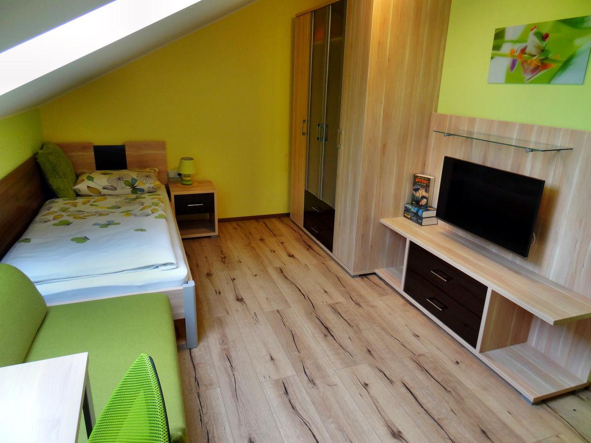 ferienwohnung im haus schweitzer hausruckwald familie josef und ingeborg schweitzer. Black Bedroom Furniture Sets. Home Design Ideas