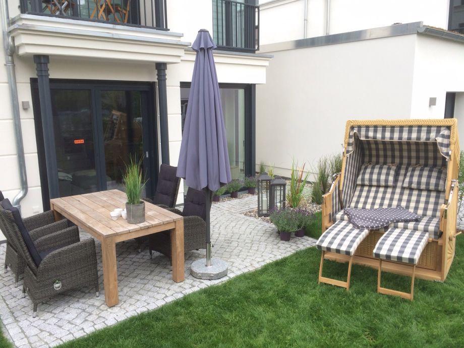 Garten und Terasse mit Strandkorb