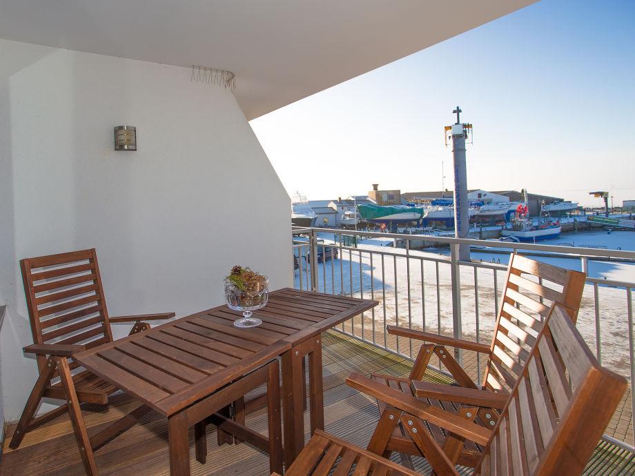 Blick vom Balkon auf den Wieker Hafen