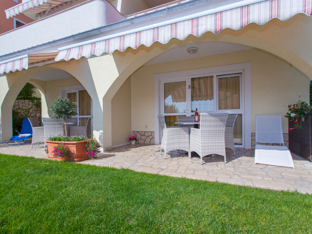 ferienwohnung mit balkon und meerblick von. Black Bedroom Furniture Sets. Home Design Ideas