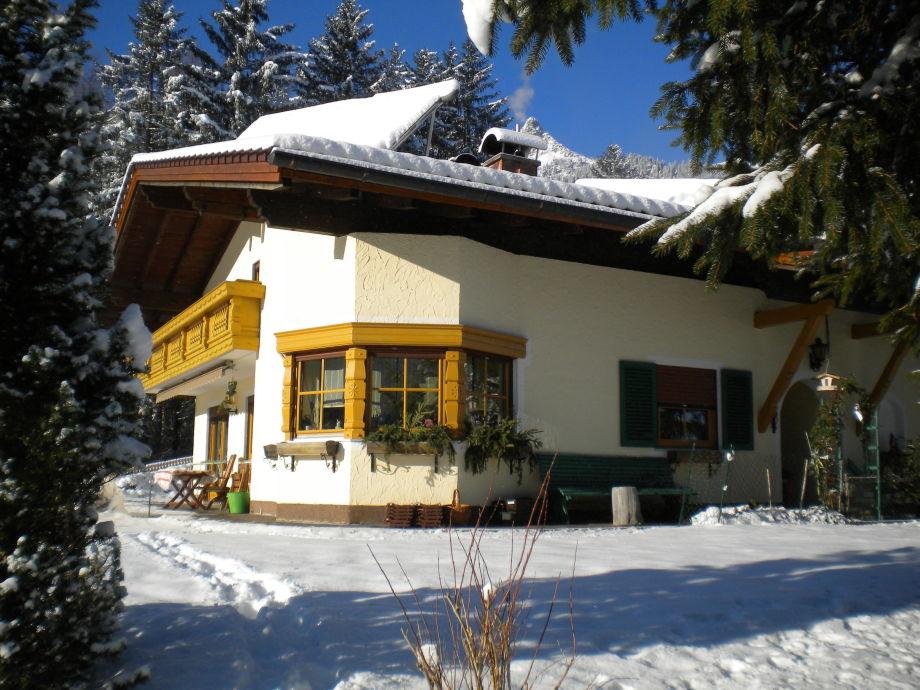 unser Haus direkt am Skilift und Loipe