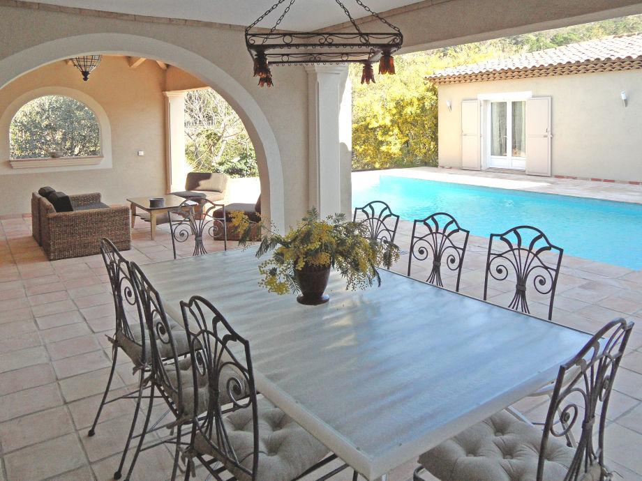 Terrasse mit Poolbereich