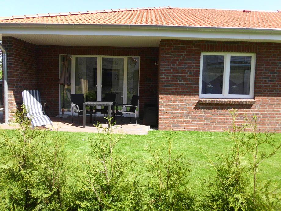 Die Terrasse mit Wiese davor