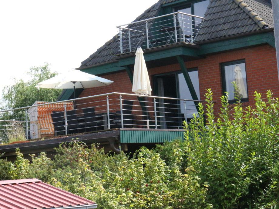 Außenansicht  ; Dachterrasse und Balkon im Spitzboden