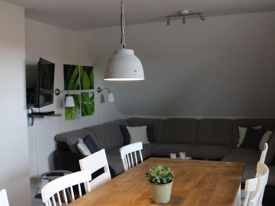 Großer Esstisch im kombinierten Wohn ,- Essbereich