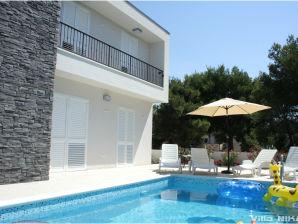 Ferienwohnung Nika mit Pool