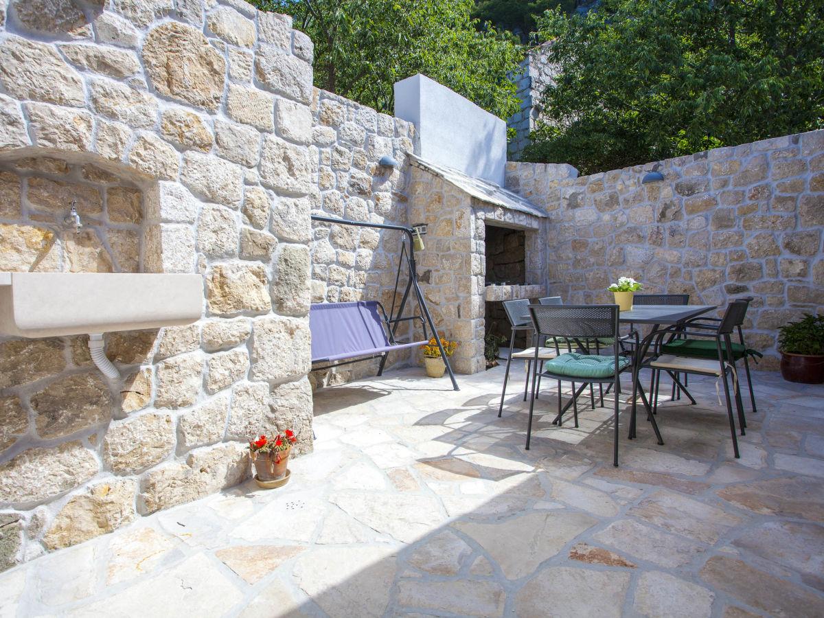 ferienhaus tfma108 dalmatien firma croatia tours makarska d o o frau martina viskovic. Black Bedroom Furniture Sets. Home Design Ideas