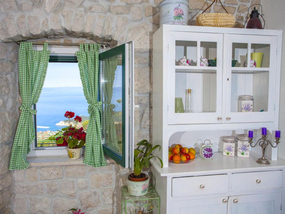 Wohnbereich mit blick auf die Stadt Makarska