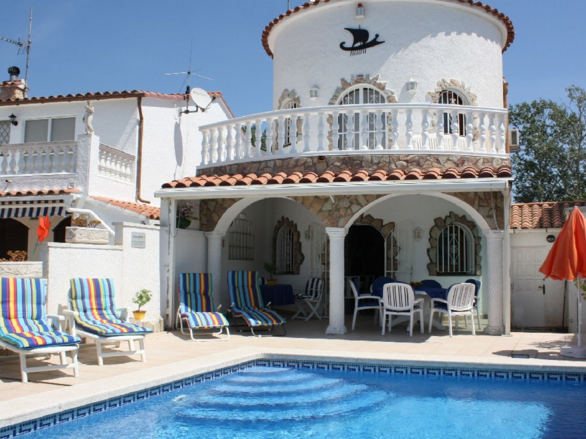 ferienhaus casa tordera mit pool am kanal empuriabrava costa brava firma sunshine holiday. Black Bedroom Furniture Sets. Home Design Ideas