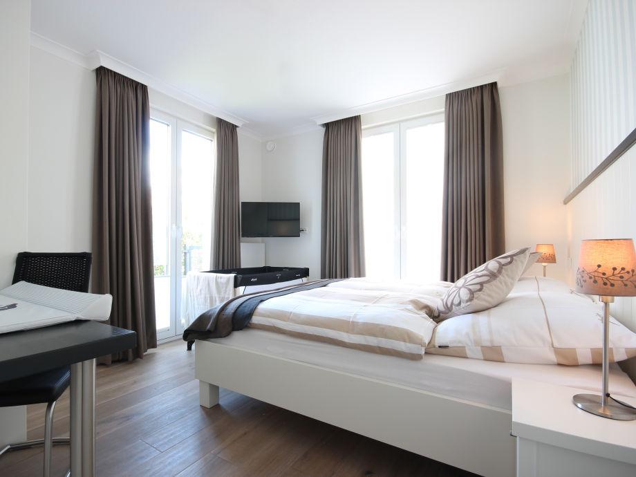 Schlafzimmer 1   Babybett Und Wickelecke Möglich