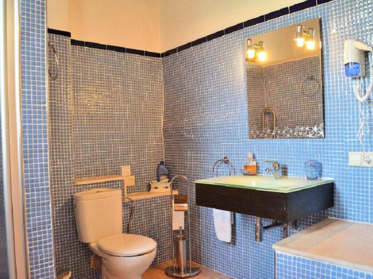 badezimmer h ngeschrank mit spiegel hochschrank bad. Black Bedroom Furniture Sets. Home Design Ideas