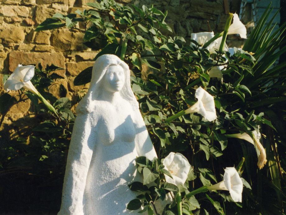 Villa La Rogaia - Madonna im Garten