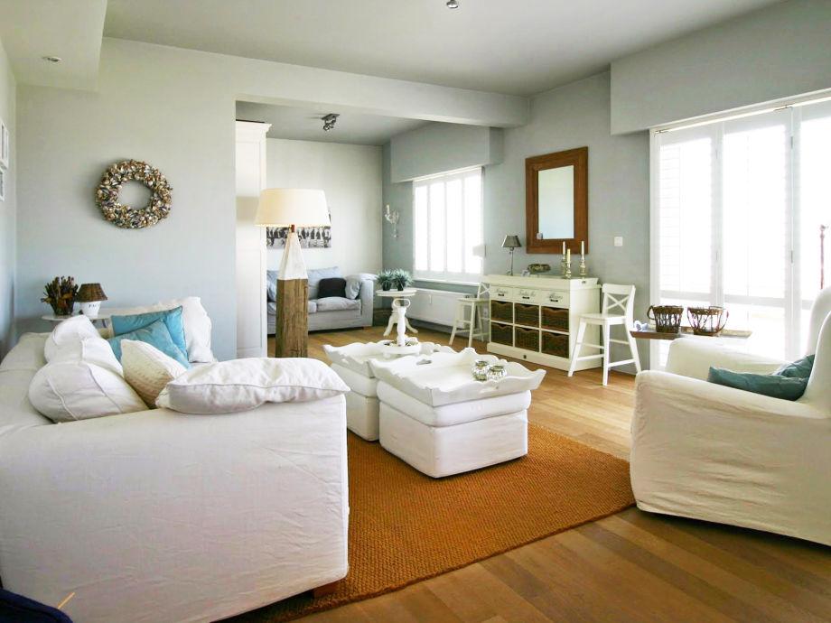 Gemütliches Wohnzimmer mit Meeresblick