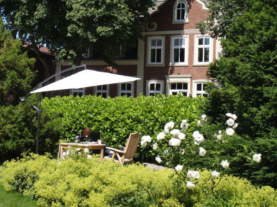 Freisitz im romantischen Rosengarten