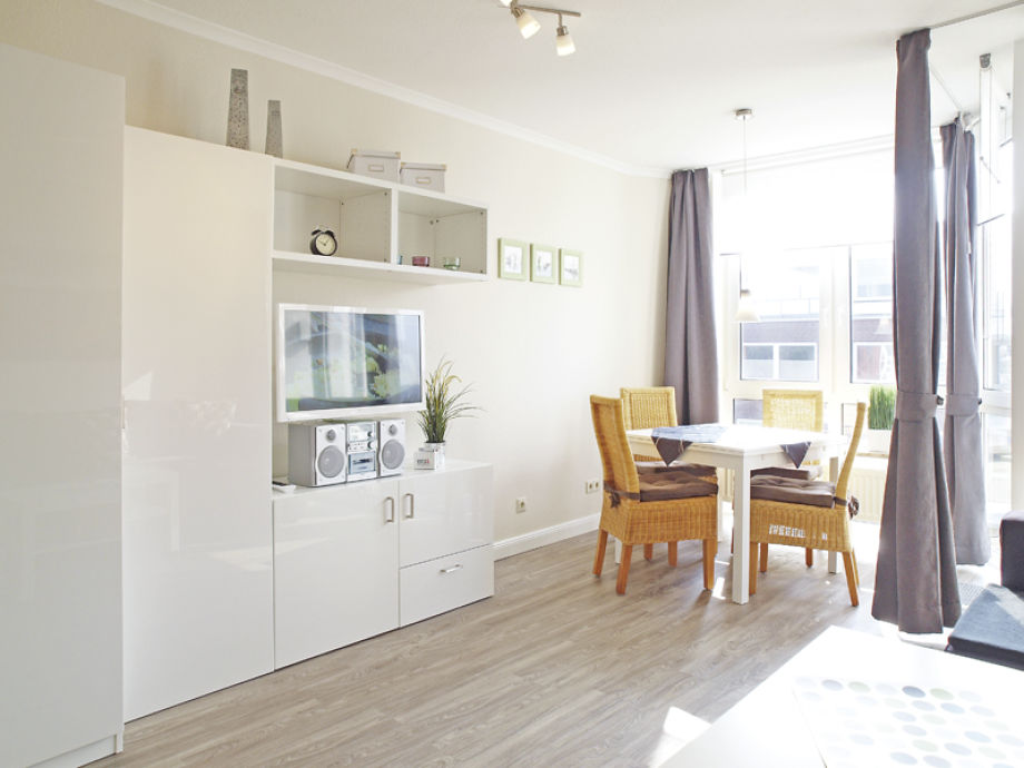 Modernes Wohnzimmer mit Essplatz
