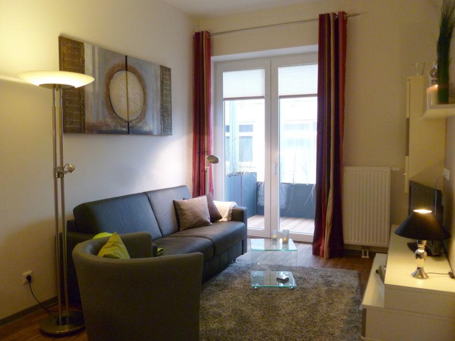 Wohnraum mit Lederschlafcouch, TV, WLAN