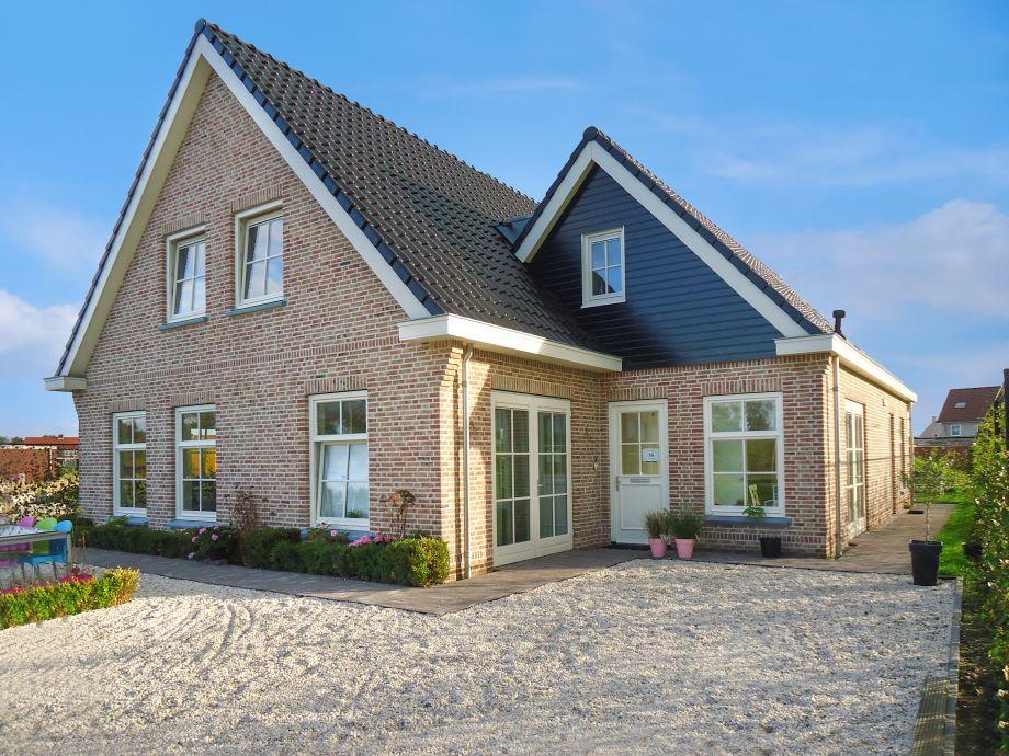 Wohnhaus mit großem Ferienhaus von 80 m2