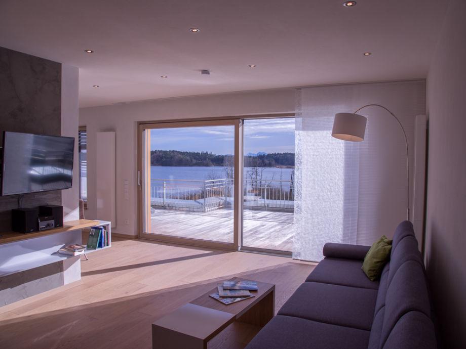 Wohnzimmer mit Blick zum See