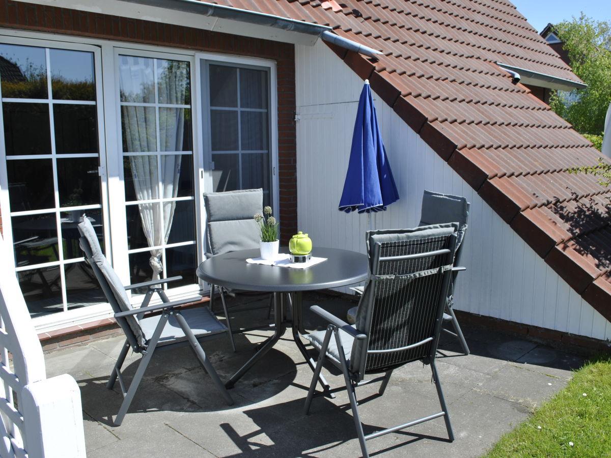 Ferienhaus de wieken in greetsiel ostfriesland nordsee frau birgit hahn - Terrasse mit garten ...