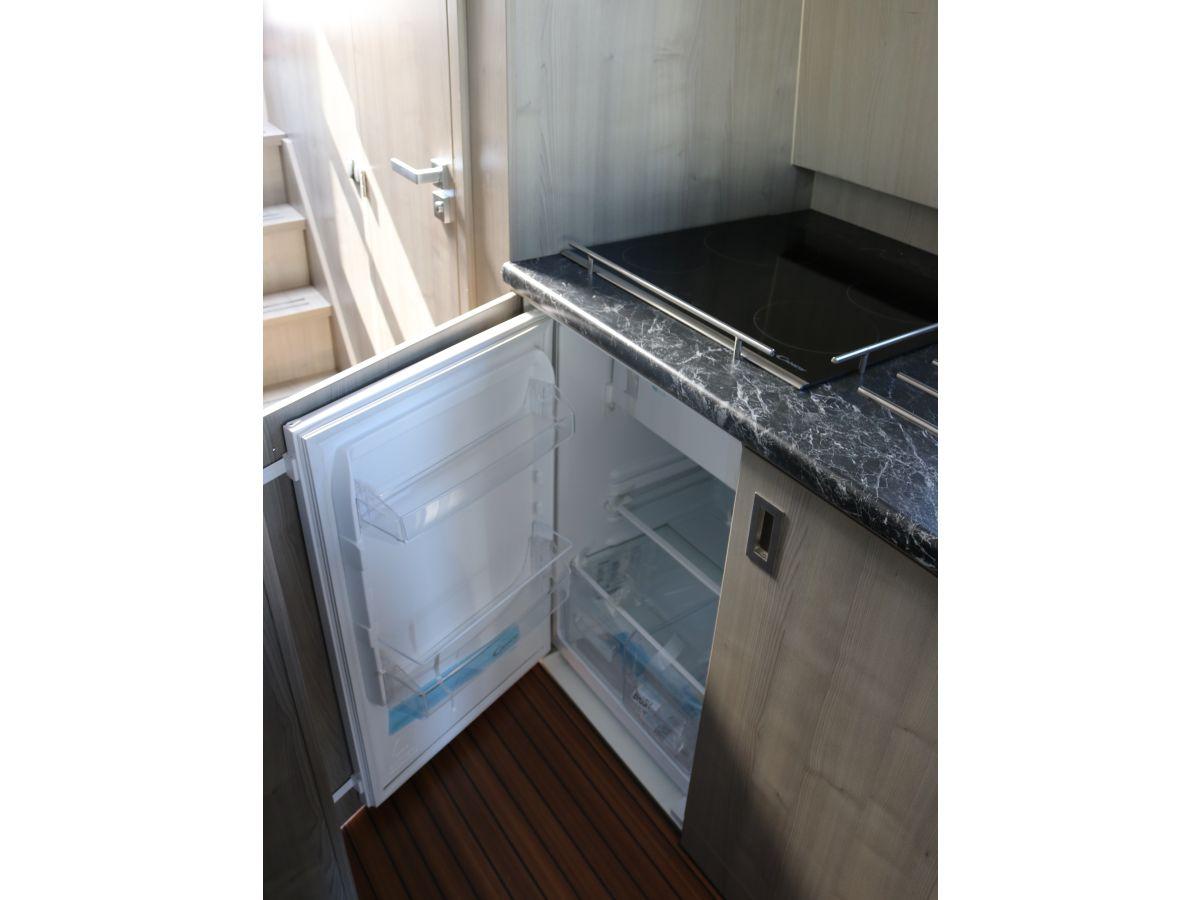 hausboot hindeloopen ijsselmeer koudum firma friesland. Black Bedroom Furniture Sets. Home Design Ideas