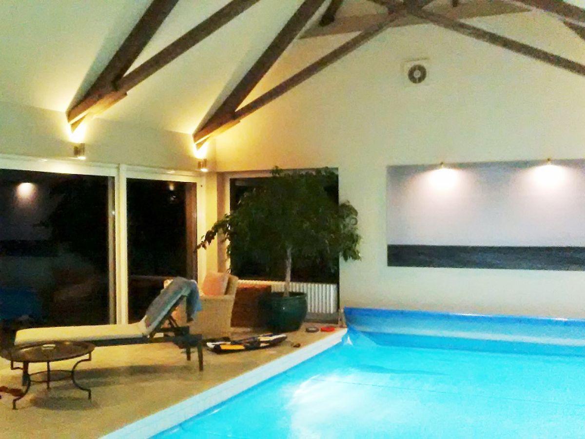 ferienhaus unter reet mit eigenem schwimmbad bietet exklusives wohnen ostermarkelsdorf firma. Black Bedroom Furniture Sets. Home Design Ideas