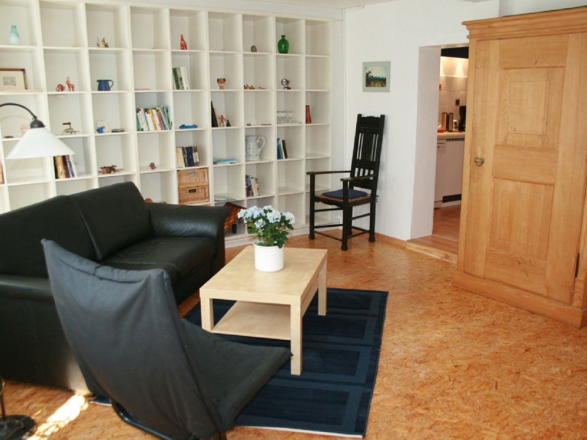 Ferienwohnung hortense kaiserstuhl frau golda nahrwold - Hausbibliothek regalwand im wohnzimmer ...
