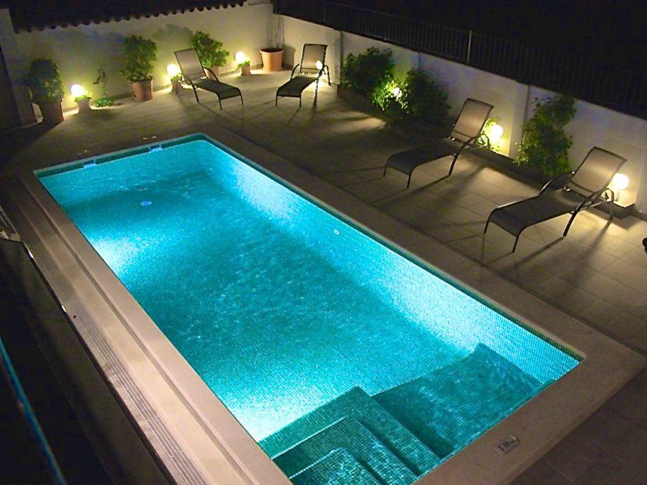 der Pool in der Nacht
