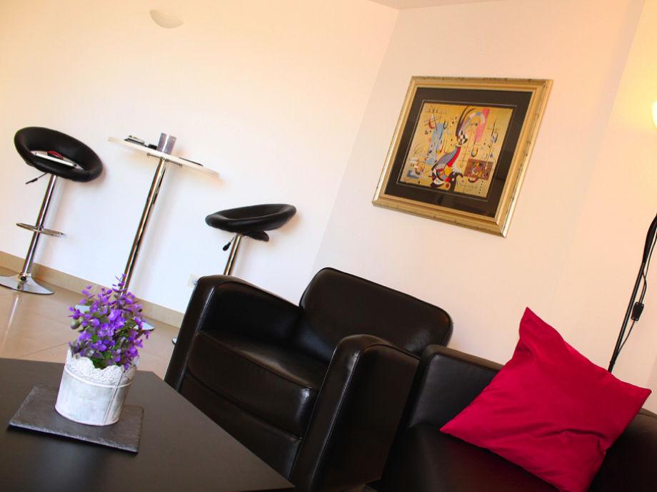moderne ferienwohnung mit blick auf den hafen von palma. Black Bedroom Furniture Sets. Home Design Ideas