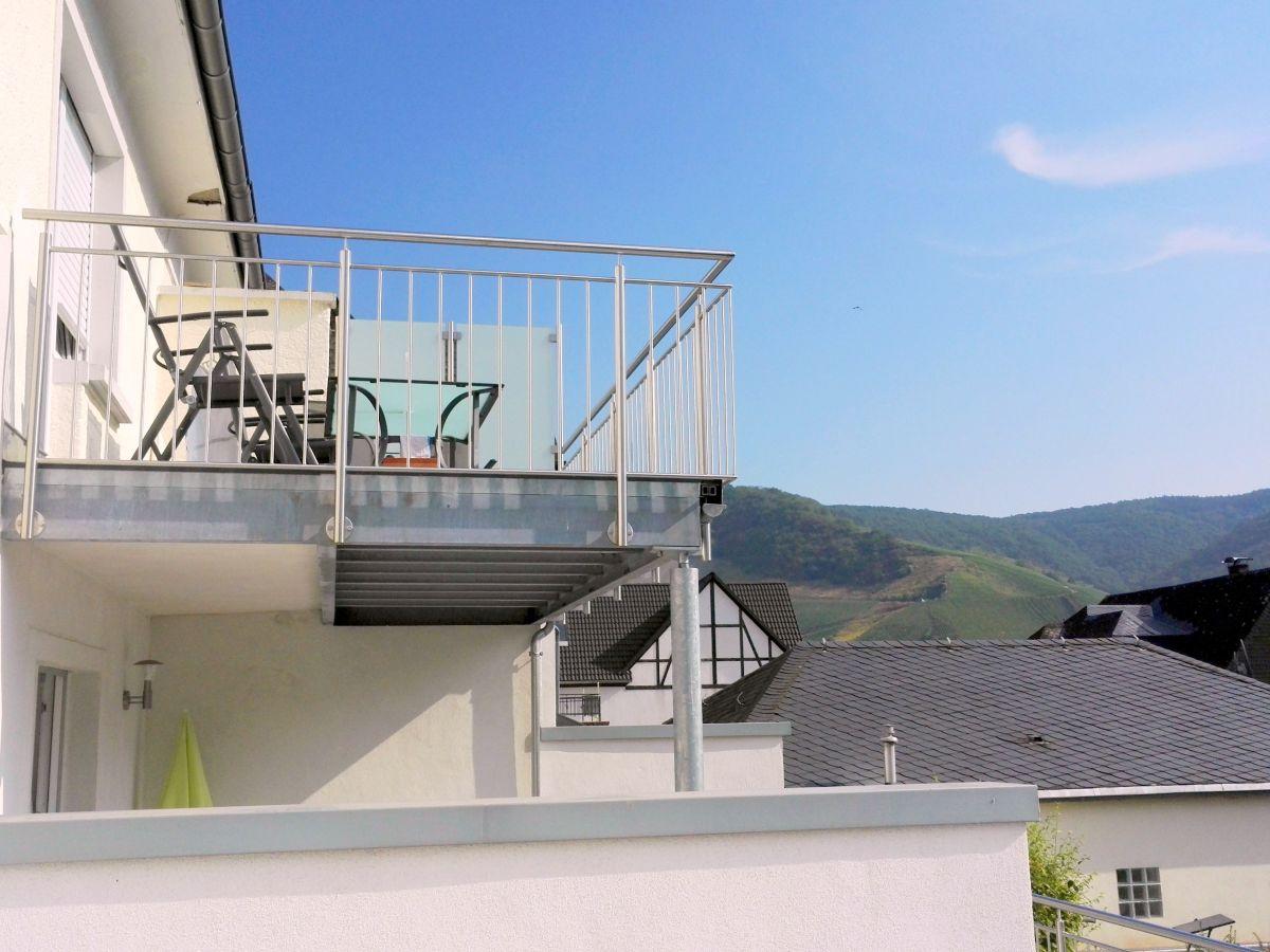 ferienwohnung fewo mit burgblick balkon bernkastel a. Black Bedroom Furniture Sets. Home Design Ideas