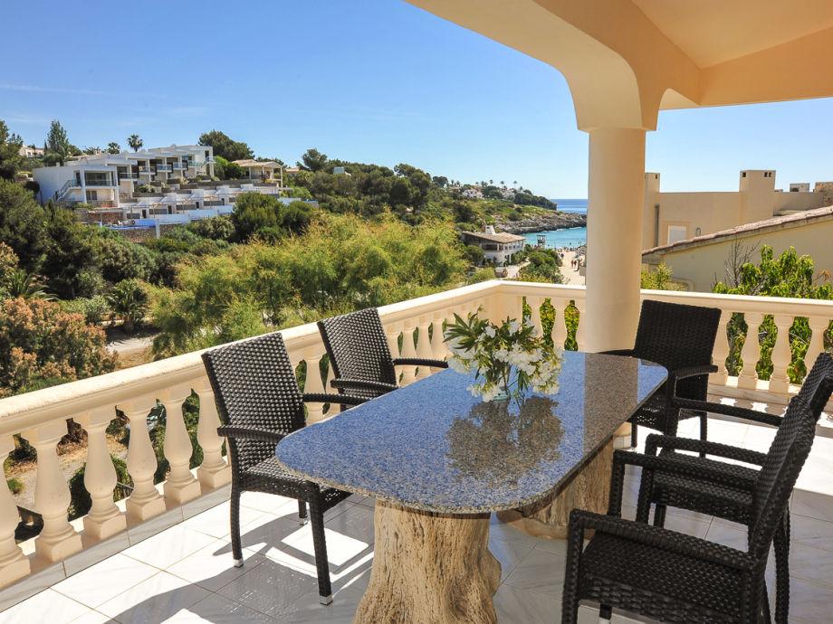 Terrasse mit Blick auf die Bucht