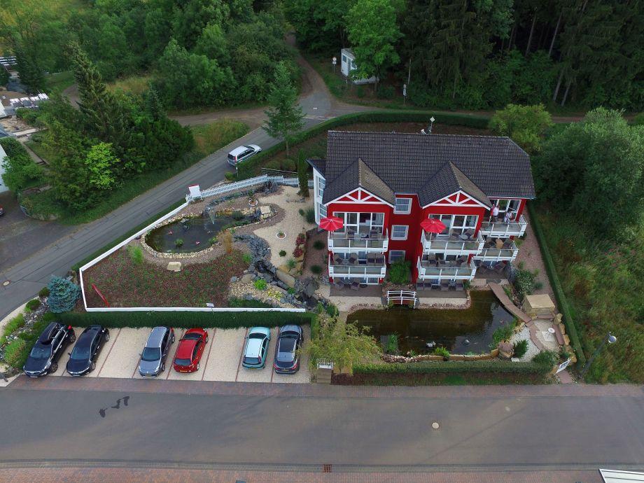 Maarberg Resort, das Haus mit den Außenanlagen