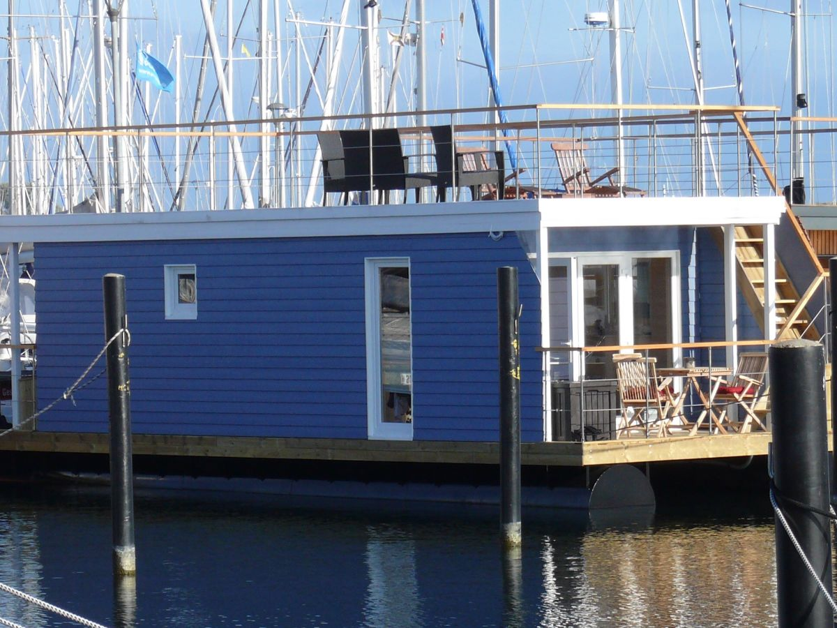 hausboot lasse heiligenhafen firma hausbootvermietung frau angela winkel. Black Bedroom Furniture Sets. Home Design Ideas
