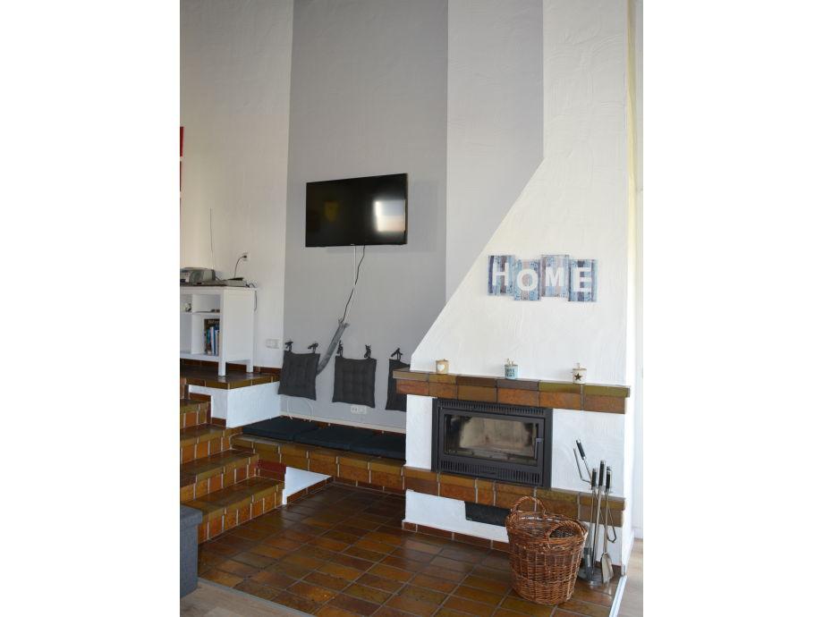Moderne Hochglanz Einrichtungen Von Bozhinovski Design | kamin mit sitzecke
