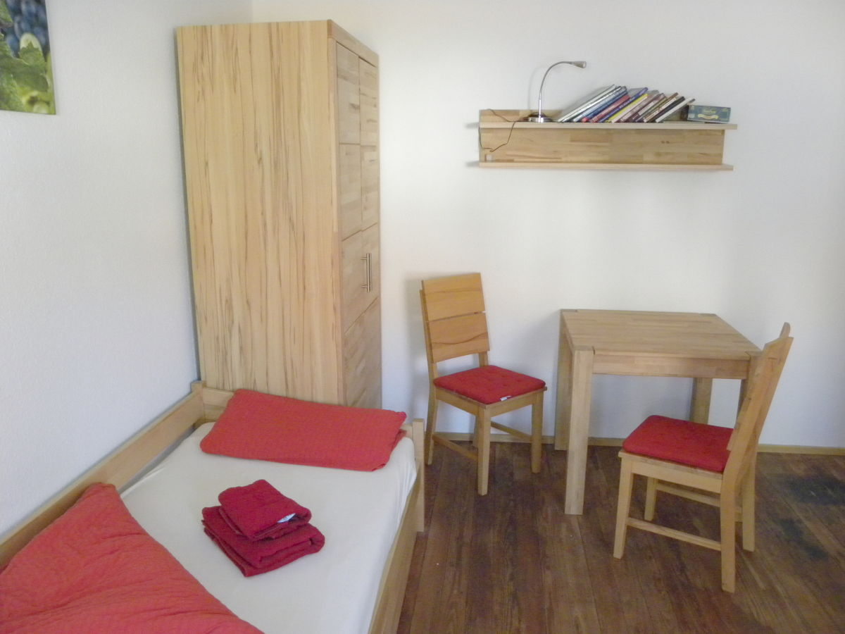 ferienwohnung rotes haus tauberfranken firma rotes haus frau tatjana osipov. Black Bedroom Furniture Sets. Home Design Ideas
