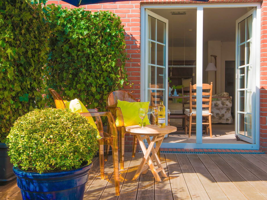 Blick von der Terrasse in die Ferienwohnung Achtersied