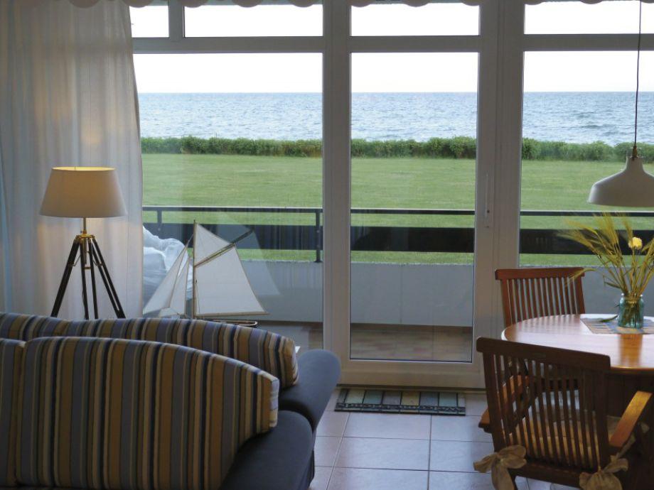 Wohnbereich - Blick zum Balkon & Meer